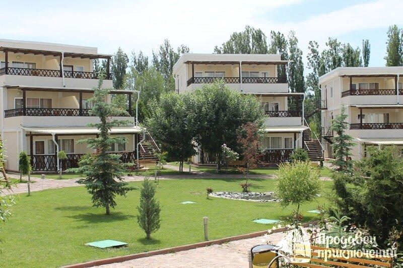 """Отель """"Вавилон"""" Иссык-Куль в г.Чолпон-Ата. Стоимость от $ за двухместный номер"""